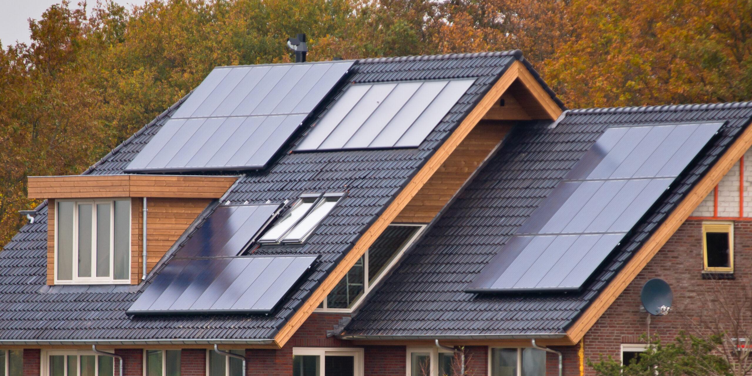 El Consejo de Ministros ha aprobado una línea de ayudas de 1.320 millones de euros que se destinarán a autoconsumo, almacenamiento y climatización renovable en todos los sectores económicos.